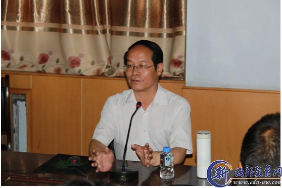 西安中学副校长李文耀先生为渭南市三贤中学做